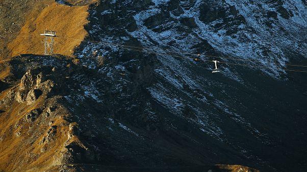 Takarókkal védik drámaian olvadó gleccsereiket a svájciak