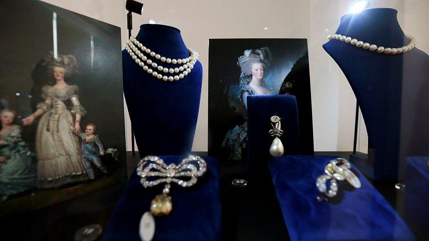 Fransa Kraliçesi Marie Antoinette'in milyarlarca dolarlık mücevherleri açık artırmada