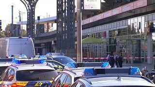 الشرطة الألمانية: مختطف رهينة كولونيا يحمل جواز سفر سوري