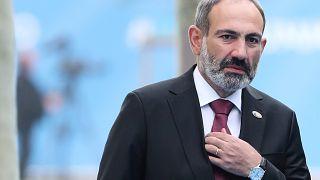 Ermenistan Başbakanı Nikol Paşinyan erken seçim için İstifa etti