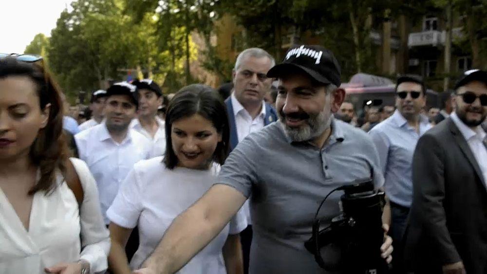 Никол Пашинян объявил оботставке. Онхочет провести вАрмении досрочные выборы «для завершения революции»