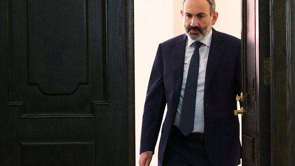 Παραίτηση Πασινιάν με στόχο τις εκλογές