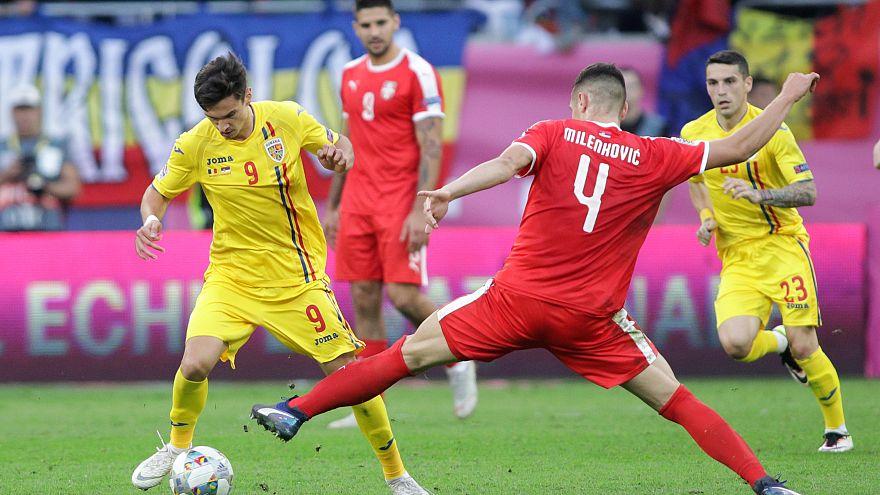 جانب من مباراة رومانيا وسويسرا