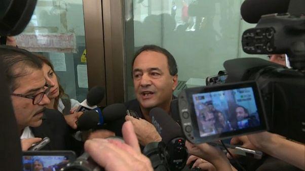 Revocati gli arresti domiciliari al sindaco di Riace
