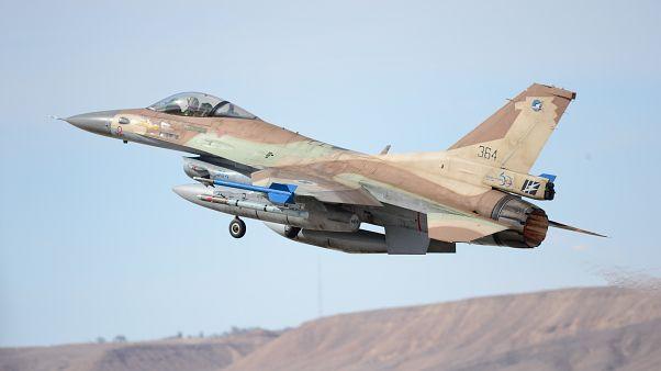 طائرات إسرائيلية تقصف أهدافا في غزة بعد سقوط صاروخ في بئر السبع