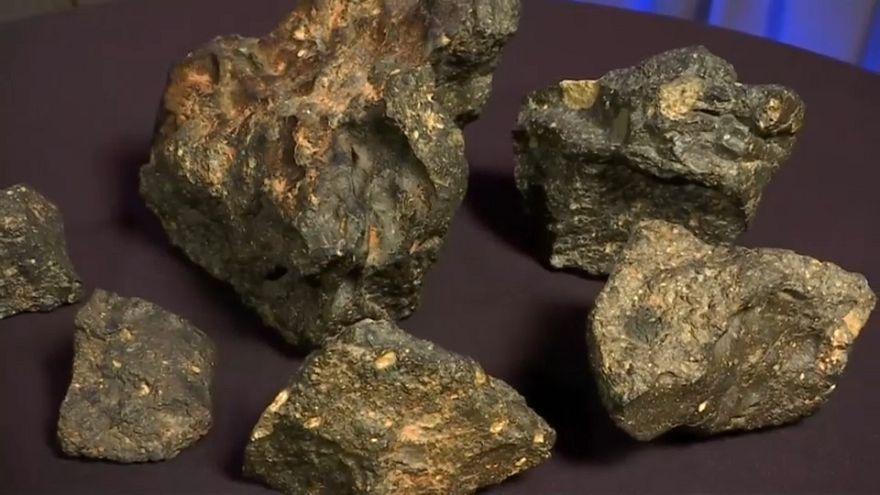 """شاهد: حجر """"أحجية القمر"""" للبيع بنصف مليون دولار"""