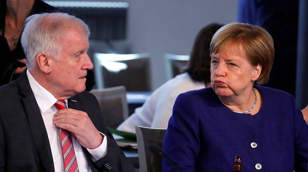 Unionsstreit: Merkel und Seehofer laut Umfragen unter der 30% Grenze