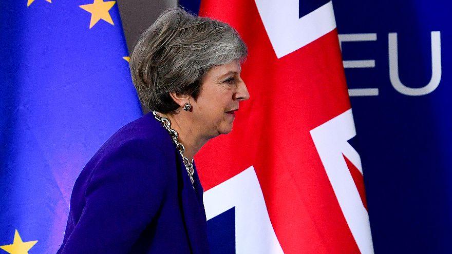 El Reino Unido aprueba dos enmiendas que le acercan al Brexit duro