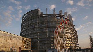 Meno Europa ma più euro: ecco l'ultimo sondaggio di Eurobarometro