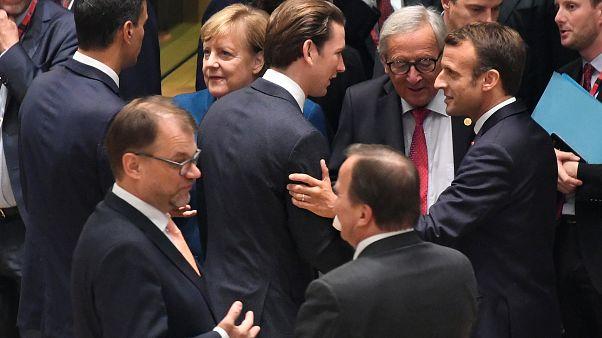 الزعماء الأوروبيون قبيل بدء انعقاد القمة في العاصمة بروكسل