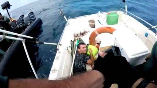 Vídeo: Asalto policial a una embarcación que traficaba con hachís en Cádiz