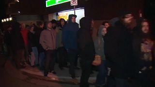 شاهد: هؤلاء لا ينتظرون الخبز.. بل طوابير شراء الماريجوانا في كندا بعد تشريعها