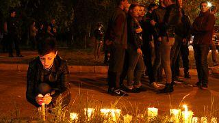 Rússia e Ucrânia homenageiam vítimas de ataque na Crimeia