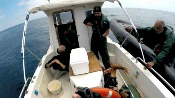 شاهد: الشرطة الإسبانية تلقي القبض على عصابة لتهريب المخدرات قادمة من المغرب