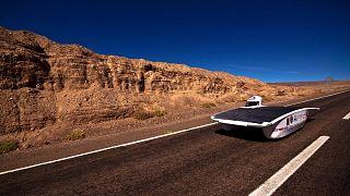 Veículos solares enfrentam deserto de Atacama
