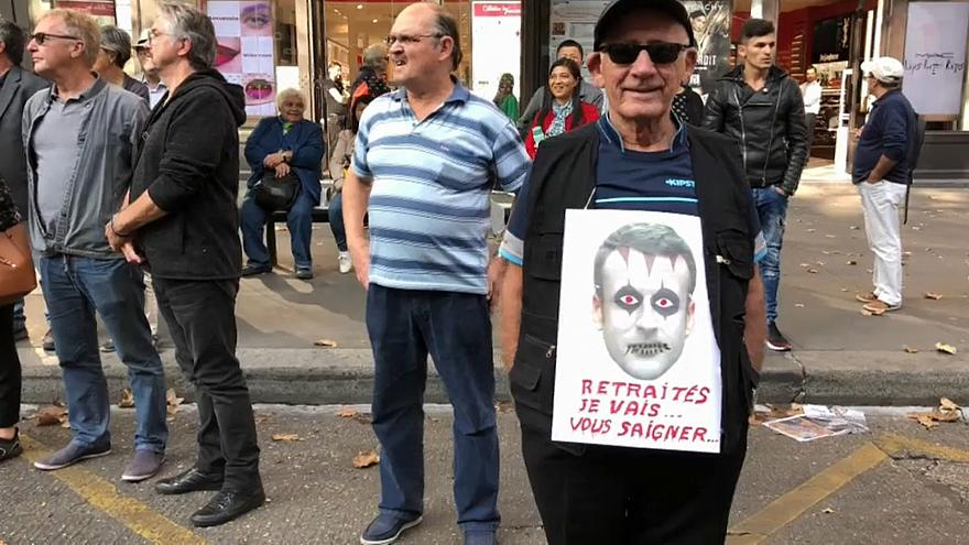 """Les retraités français dans la rue : """"Trahis par Macron"""""""