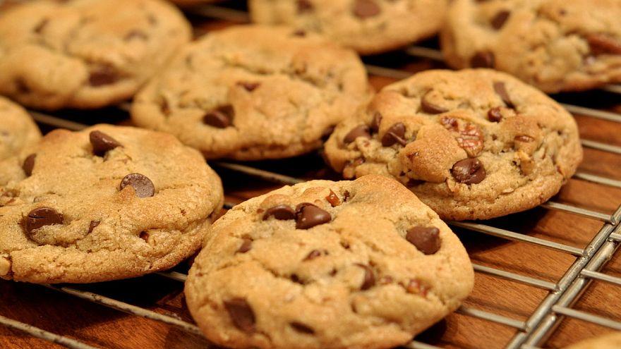 Dedesinin küllerinden kurabiye yaparak sınıf arkadaşlarına yedirdi