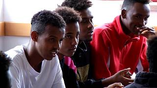 La nuova vita dei rifugiati dell'Aquarius in Portogallo