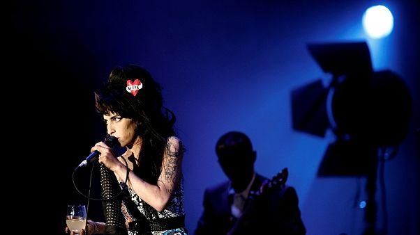 Amy Winehouse sahnelere hologram olarak dönüyor