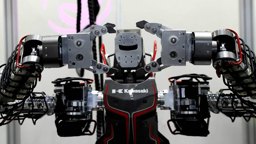 القمة العالمية للروبوت في طوكيو تسعى لحل أزمة نقص اليد العاملة في اليابان