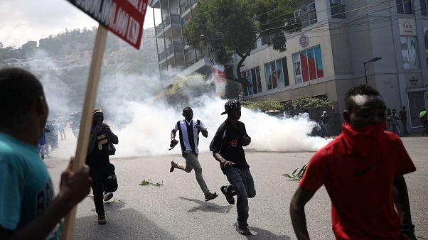 Haiti polisi yolsuzluk protestosuna gerçek mermi ile müdahale etti