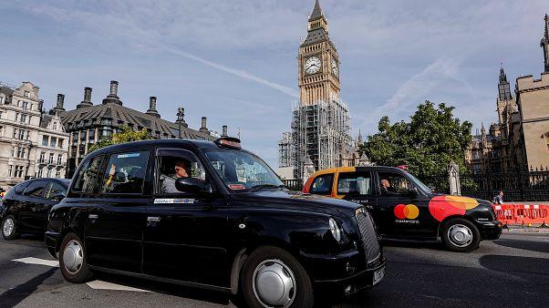 Londra ile özdeşleşen siyah taksiler gelecek yıl Parislileri taşıyacak