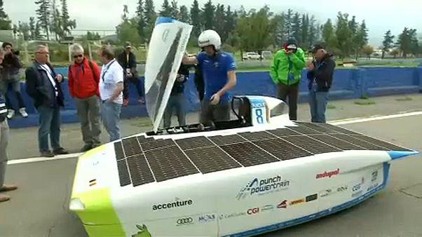 Kétezer kilométeres verseny napelemes autóknak