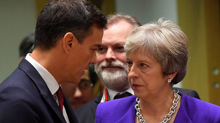 Spain's Pedro Sanchez and the UK's Theresa May on October 18, 2018.