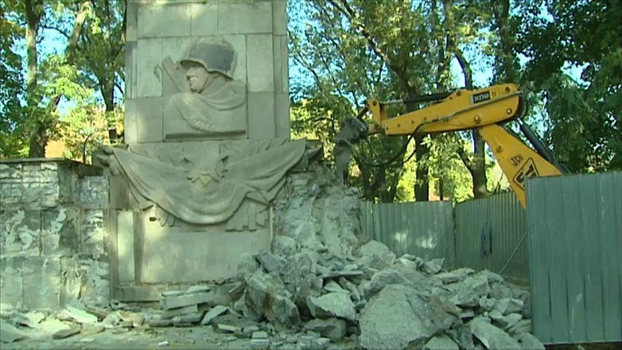 Letztes Sowjetdenkmal Polens fällt