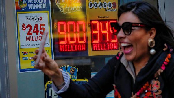 ABD'de şans oyunları devretti: Toplam ödül 1 milyar dolar