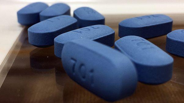 الحبة الزرقاء.. علاج جديد ساهم في الحد من الإصابة بمرض الإيدز