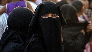 Cezayir'de kamu çalışanlarına peçe ve burka yasağı