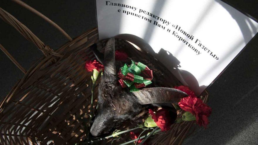 صحيفة روسية مستقلة تتلقى زهورا جنائزية ورأس ماعز مقطوعا كنوع من التهديد