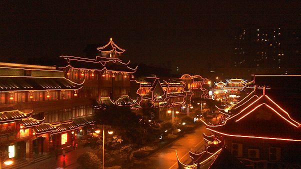 Iluminación nocturna de la ciudad china de Chengdu.