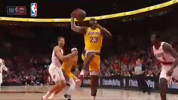 NBA: LeBron James vereséggel kezdett új csapatában