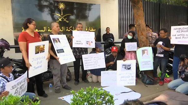 صحافيون إندونيسيون غاضبون أمام السفارة السعودية احتجاجا على  اختفاء خاشقجي
