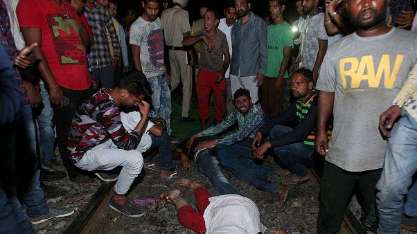 Hindistan'da meydana gelen tren kazasında en az 59 kişi hayatını kaybetti
