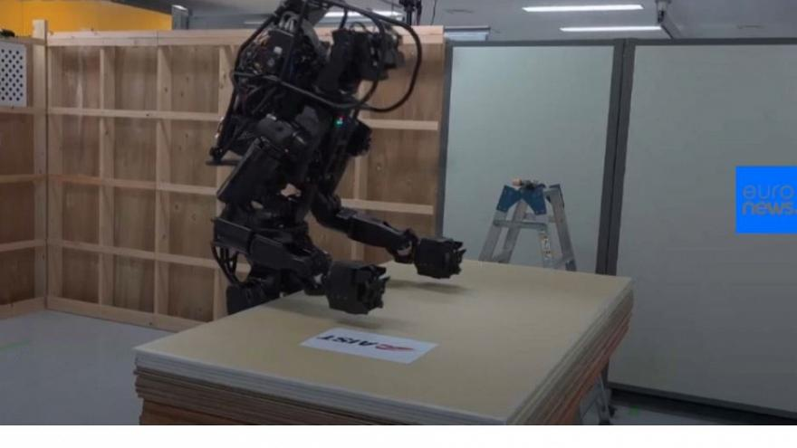 Watch: Robots try to replace humans