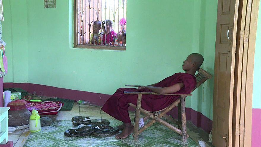 En Birmanie, un temple dédié aux pythons