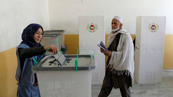 Urnas estão abertas para eleger os novos 250 deputados afegãos