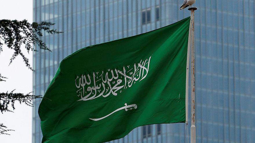 bandiera saudita nel consolato dell'Arabia Saudita a Istanbul, 20 ottobre