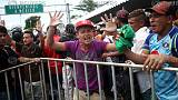 Caravan of Central American migrants halted at Mexico border