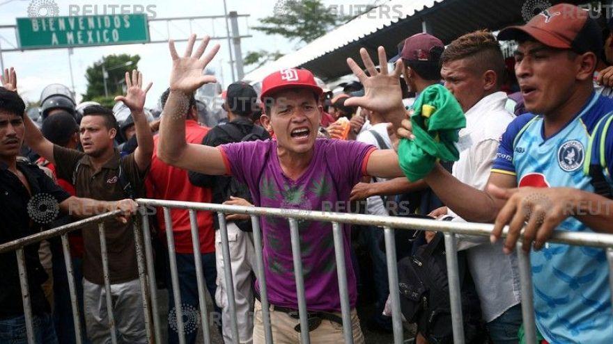 """La """"marcia dei disperati"""" ferma in Messico"""