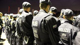 """""""Null Toleranz"""": Großeinsatz der Polizei gegen kriminelle Clans in 5 Shisha-Bars"""