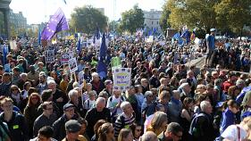 More than half a million march on London demanding a final say on Brexit