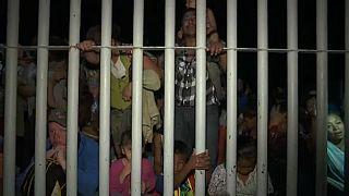 گرفتار شدن هزاران مهاجر در پشت موانع مرزی مکزیک