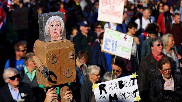Βρετανία: Χιλιάδες διαδηλωτές ζητούν τη διενέργεια νέου δημοψηφίσματος