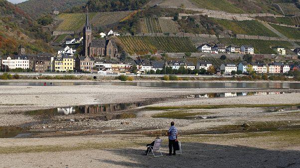 Wo ist er denn, der Rhein? Nur noch 13 cm Pegelstand bei Emmerich