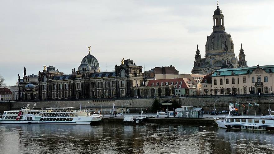 """""""Herz statt Hetze"""": Tausende demonstrieren in Dresden gegen PEGIDA"""