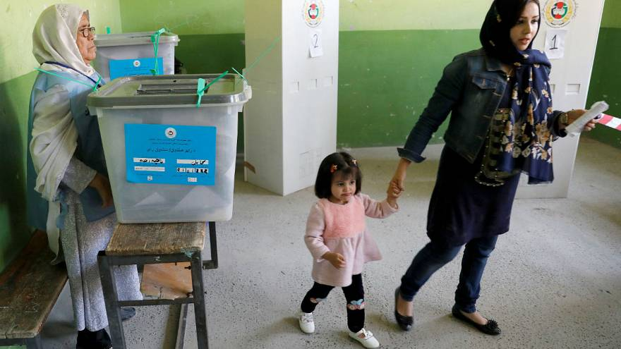 دومین روز انتخابات افغانستان؛ ۱۱ غیرنظامی در بمبگذاری کشته شدند